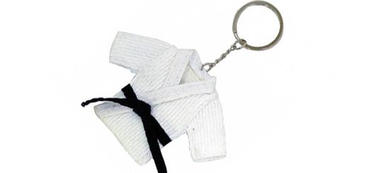 Sleutelhanger met een klein judopakje